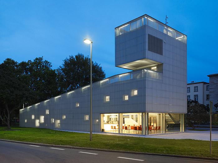 informationspavillon für die kombilösungettlinger torkarlsruhearchitektur: kränzle + fischer-wasels architektenwerderplatz 3776137 karlsruhe tel. 0721-41389fax 0721-406476www.kraenzle-fischerwasels.de